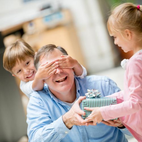 Dia do Pais: transforme sua farmácia em um local para a compra de presentes