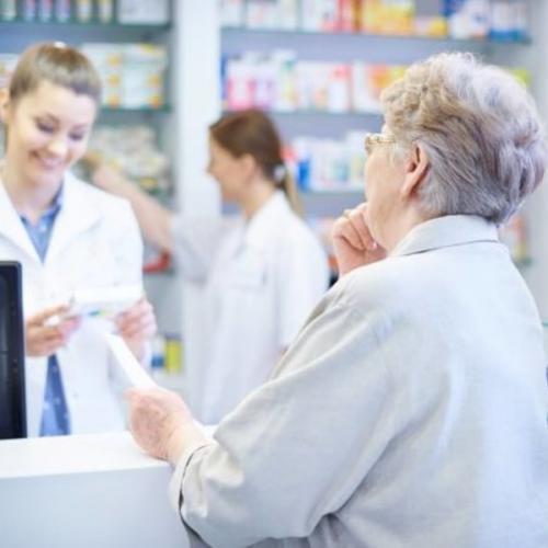 Dia Nacional do Idoso: quais diferenciais a farmácia pode oferecer para esse público?