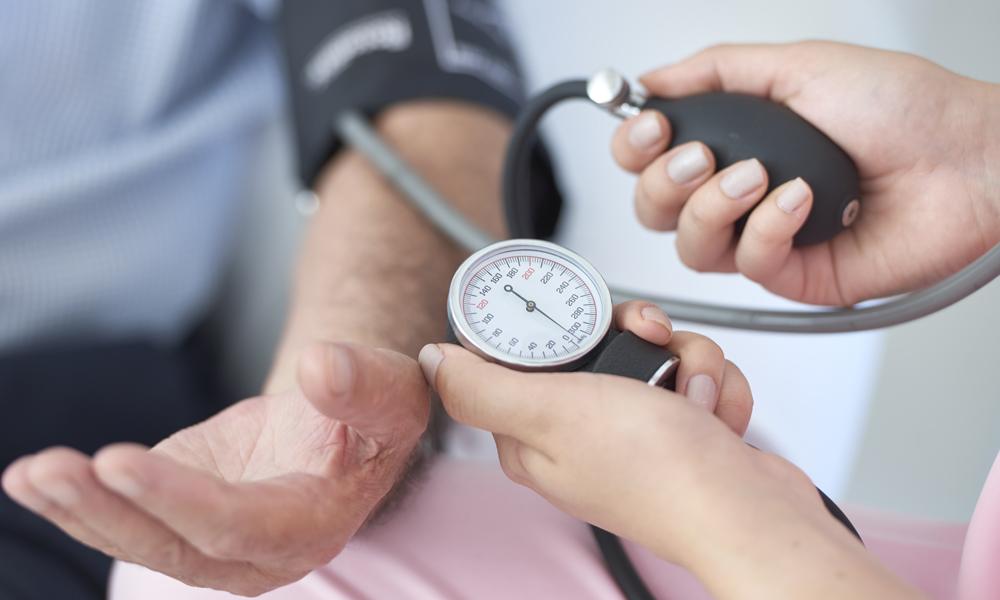 Oriente seus clientes sobre os perigos da hipertensão