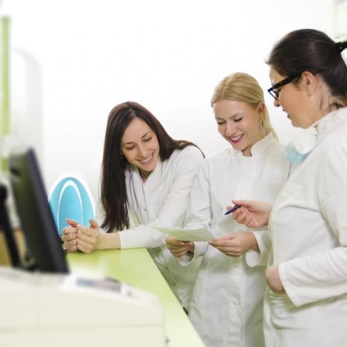 Equipes motivadas e dispositivos tecnológicos: como colaboram com o bom atendimento e desempenho do PDV?