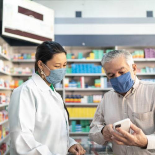 Público idoso nas farmácias: antenado e exigente